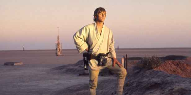 Mark-Hamill-as-Luke-Skywalker-in-Star-Wars-A-New-Hope
